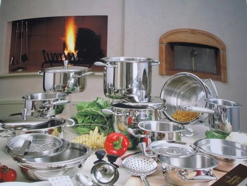 i materiali comuni nella batteria da cucina