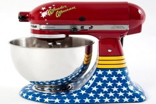 il robot da cucina di kitchenaid con wonder woman