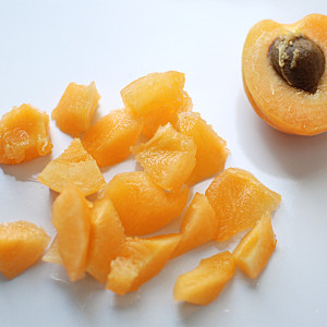 Cut the apricots
