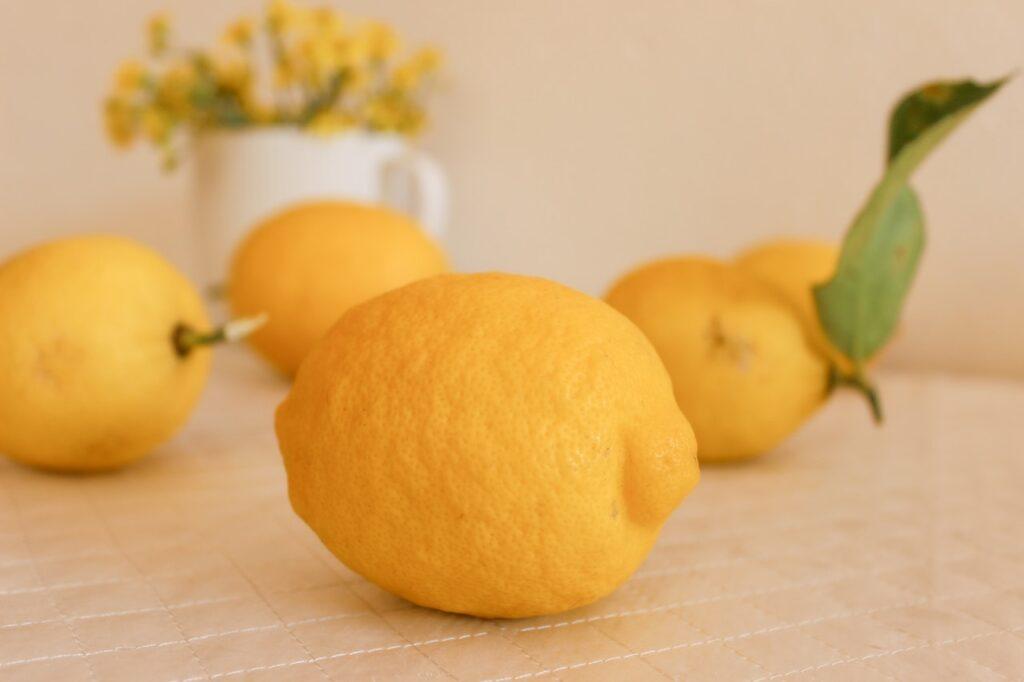 limoncello fatto in casa ricetta della nonna - Ricettepercucinare.com