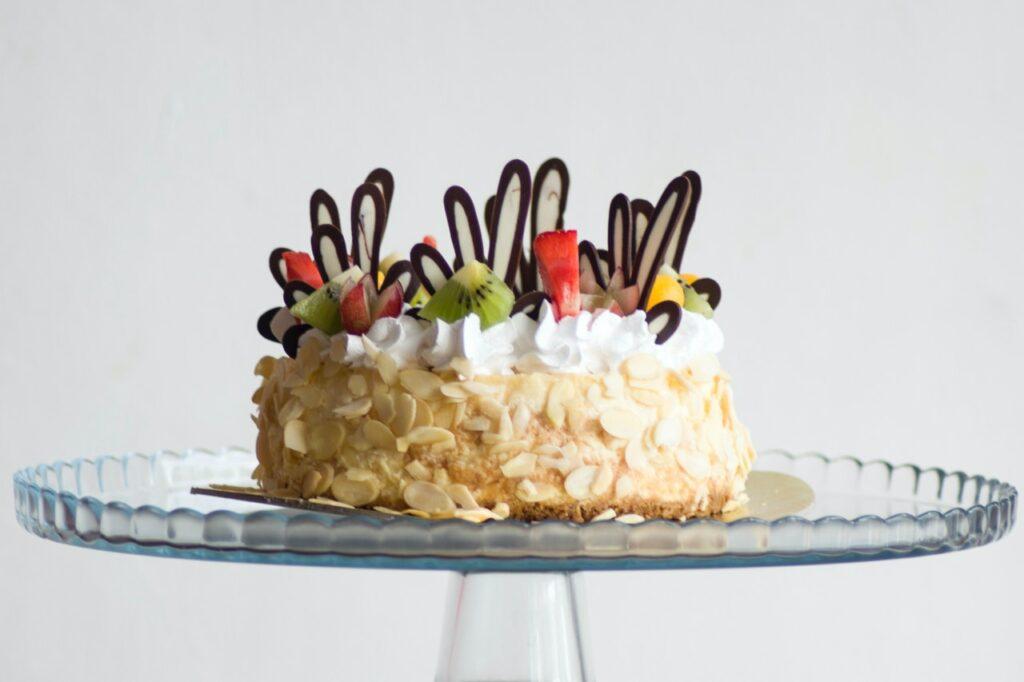 come decorare una torta di compleanno in modo semplice - Ricettepercucinare.com